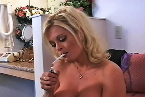 Girls Smoking : Gorgeous Smoking blond Laura!