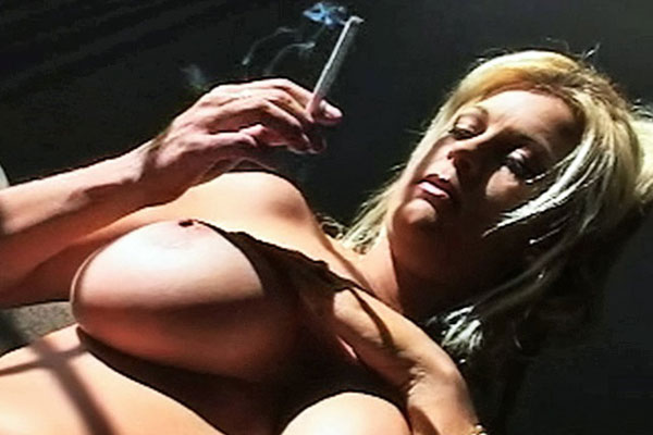 Girls Smoking : Slutty hooker Brooke Smokes With Her another Lips!