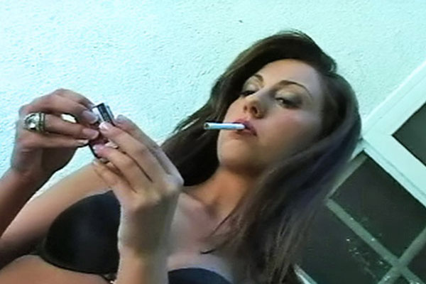 Girls Smoking : Smoker Gets Turned On!