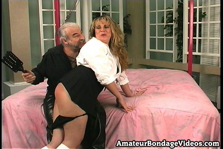 Bondage Porn : blond whore likes extreme punishments!