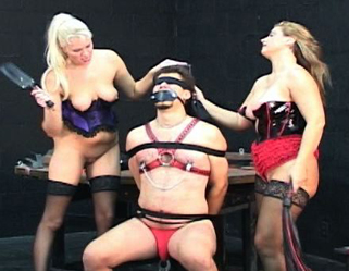 Bondage Porn : Paddling the Slaves!