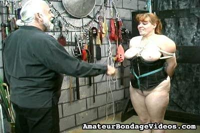 Bondage Porn : Whipping Kimber!