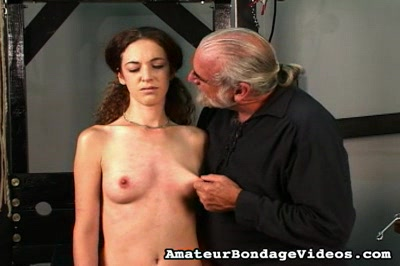 Bondage Porn : Snatch Clutched!