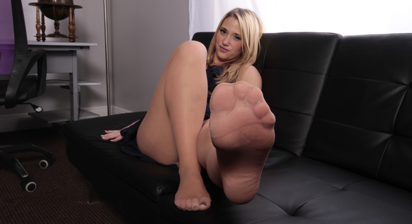 Preview FootJob Addict - Employee of the Month Shelby Paige Foot Job