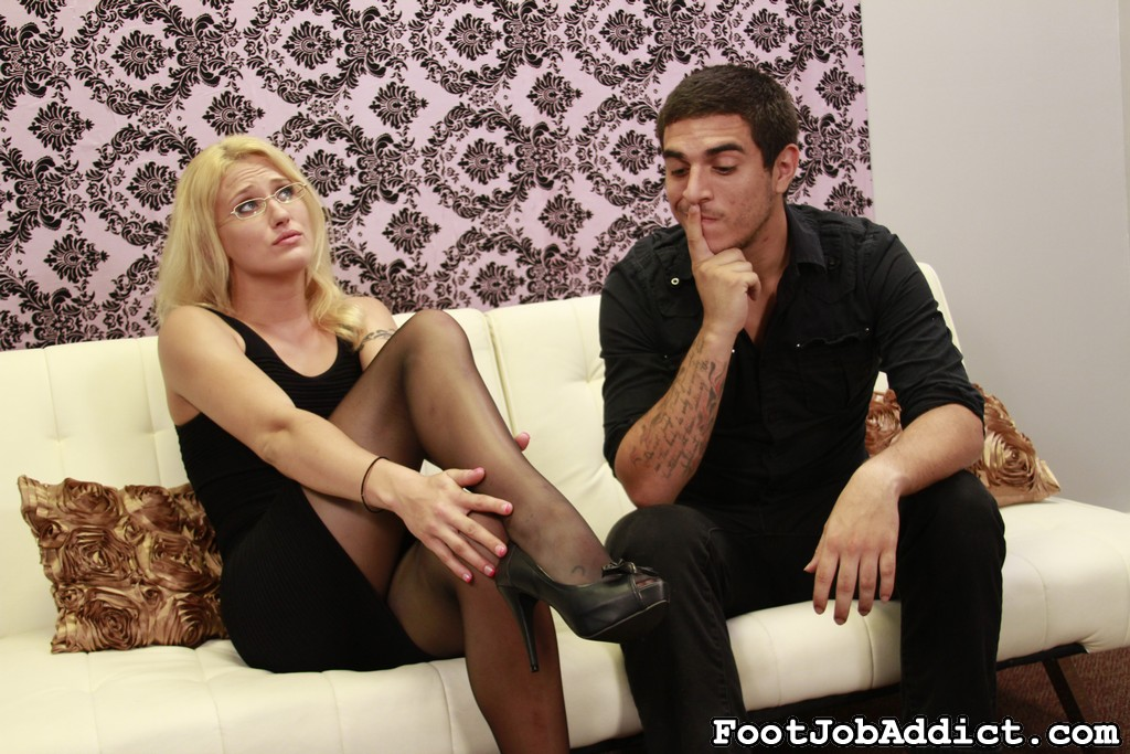 Preview FootJob Addict - Foot Job Puppet 36