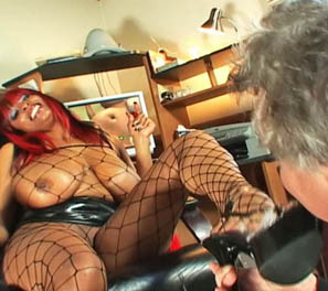 CARMEN HAYES: Fishnet Facesitting Mistress!
