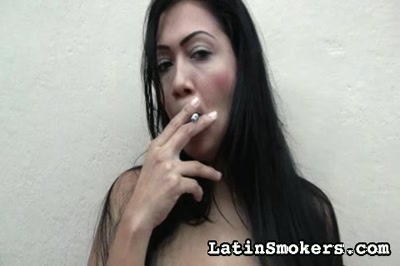 Girls Smoking : Mexican mature Shows Off!