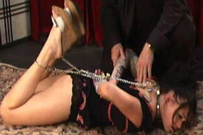 BDSM Library : Tattooed Krissy needs to get spanked!