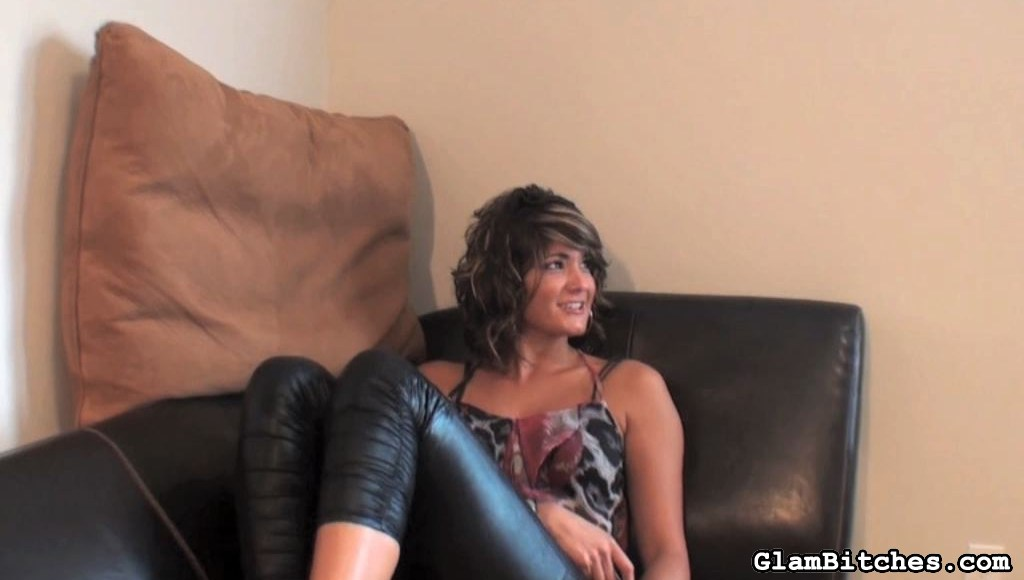 Preview Glam Bitches - Frisky ball busting model 28