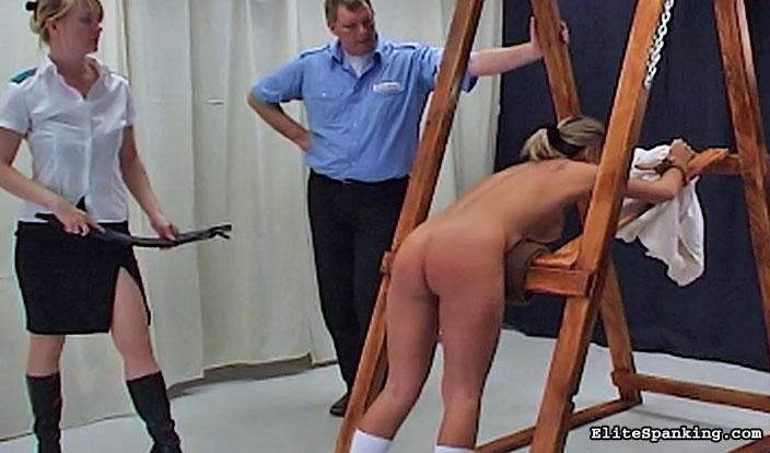 amateur white nude butt crack women