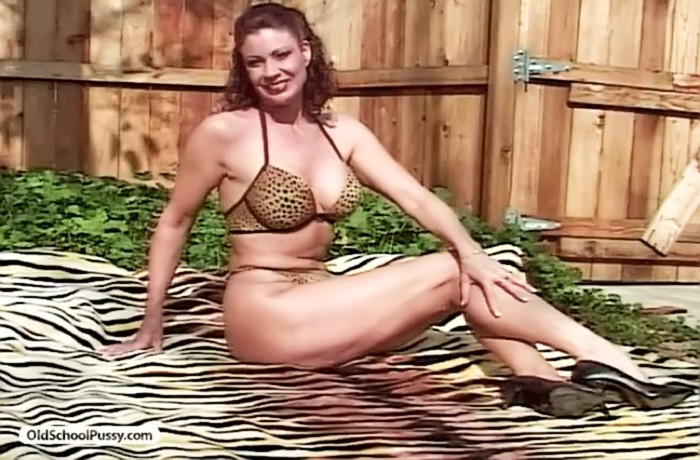 Mature Ebony Lesbian Porn - Mature bikini fucking - Granny Cunt Videos