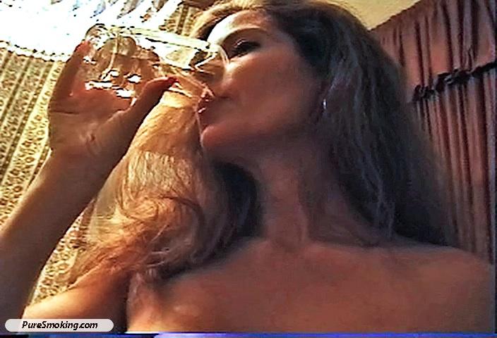 Girl fingering herself on webcam