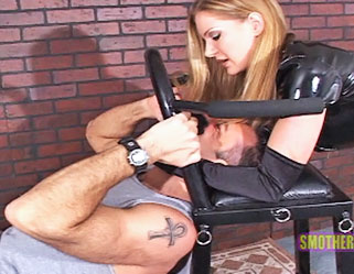 Female Self Pleasuring : Erotic Smother!